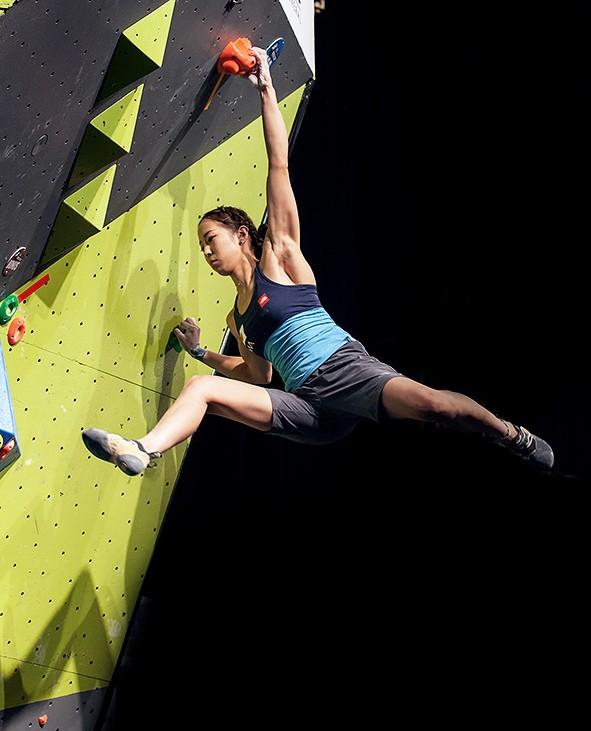 Akiyo Noguchi arrampicata boulder