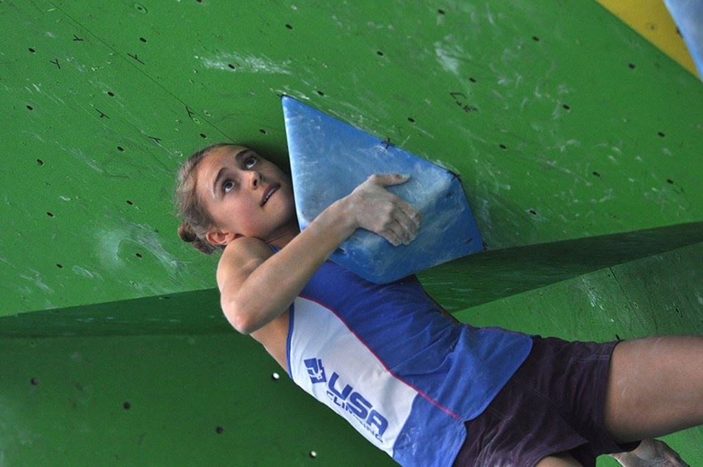 Margo Hayes boulder climbing competition
