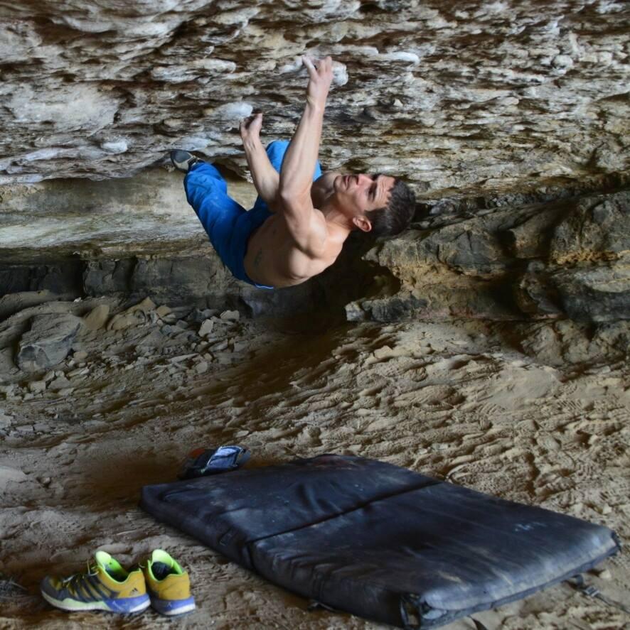 Novelle d'arrampicata: boulder, caverne, diritti umani