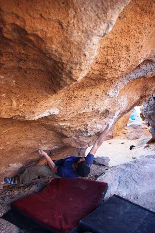 La tecnica di arrampicata in strapiombo: il rovescio