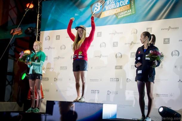 Novelle d'arrampicata: Shauna Coxsey festeggia la Coppa del Mondo boulder