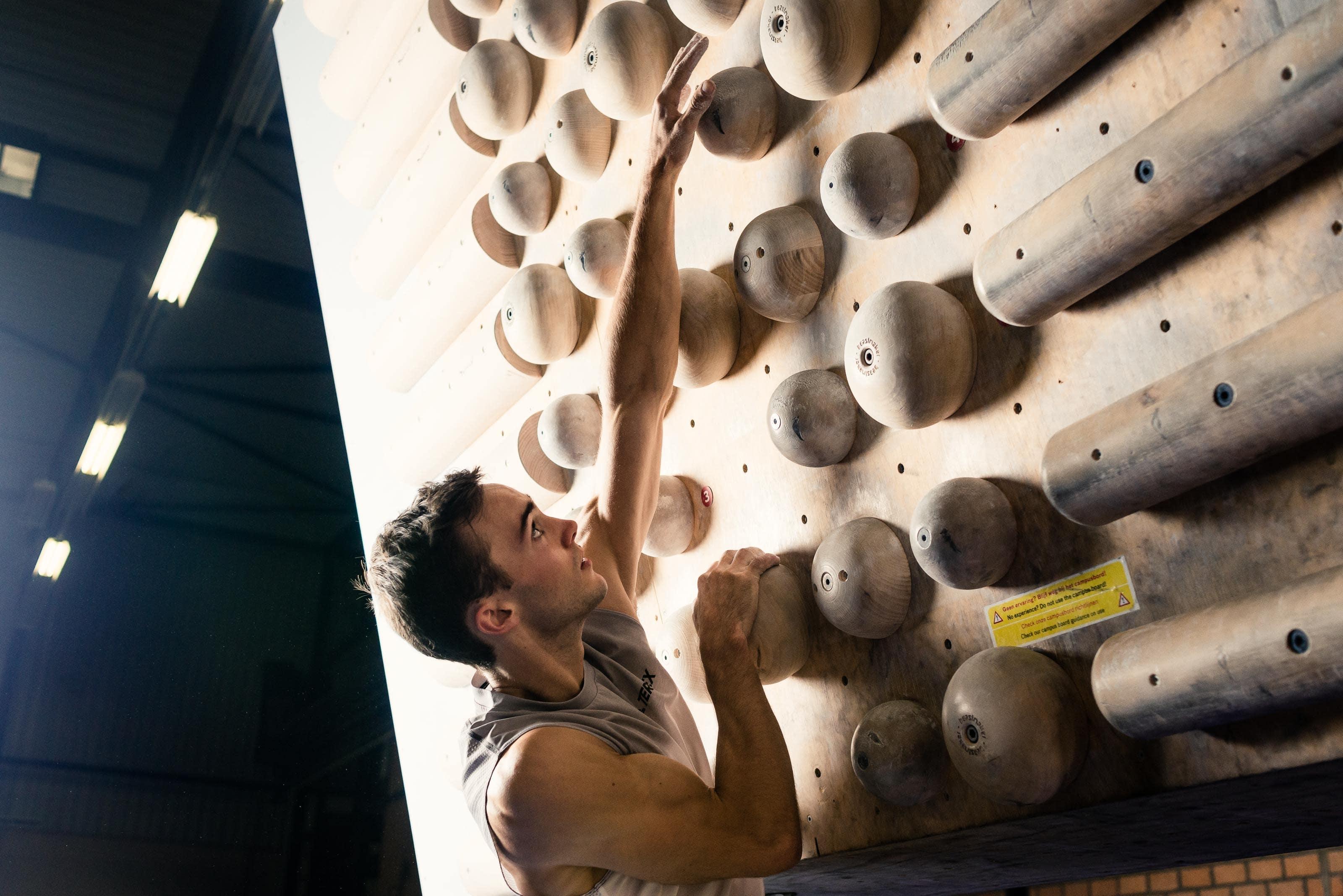 Come i diversi allenamenti sulla forza influiscono in arrampicata