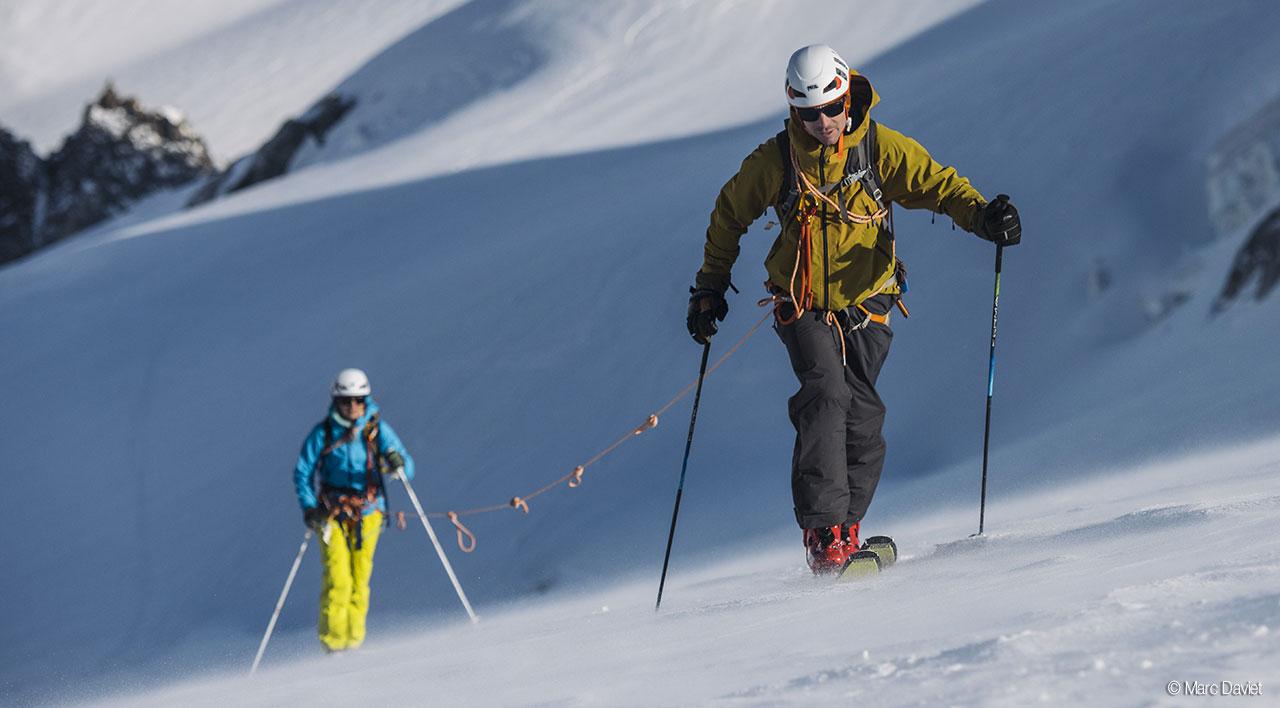 Petzl presenta i suoi nuovi caschi certificati per lo sci-alpinismo