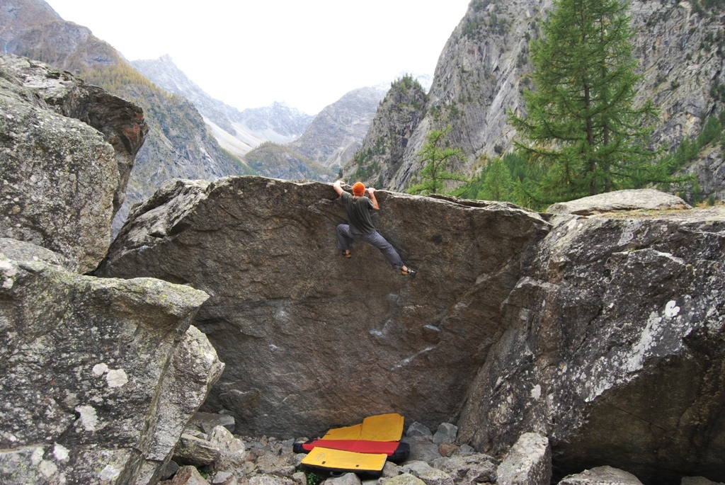 Boulder ad Ailefroide - Oliunìd is bloc