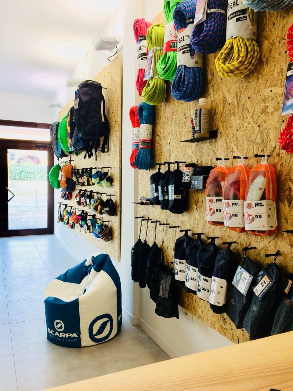 Oliunìd Shop Padova  nuovo negozio arrampicata d080e9c2e8ea