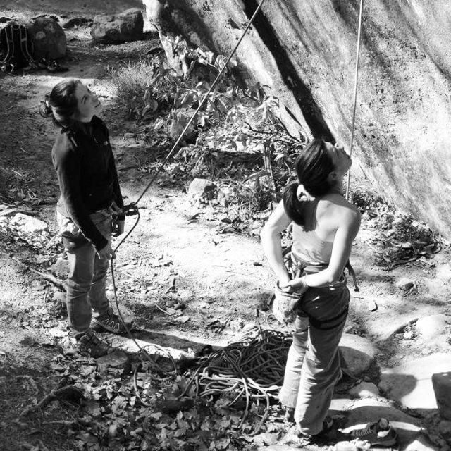 Comunicare bene in falesia per ridurre i fattori di rischio durante l'arrampicata