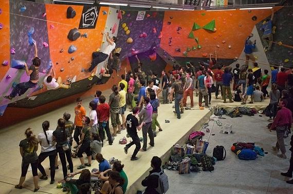 Urban Wall arrampicata boulder indoor